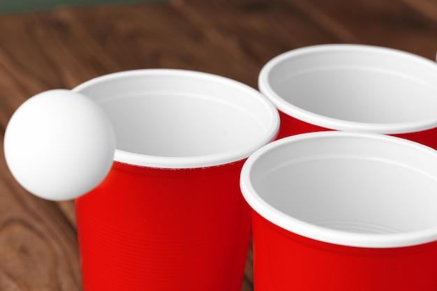 Esporte de festa da faculdade. pong de cerveja Foto Premium