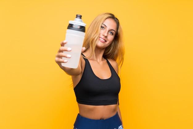 Esporte jovem mulher com uma garrafa de água Foto Premium