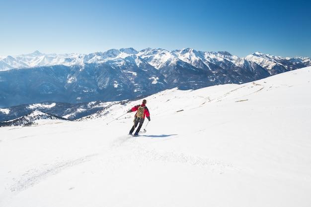 Esqui no majestoso arco alpino italiano Foto Premium