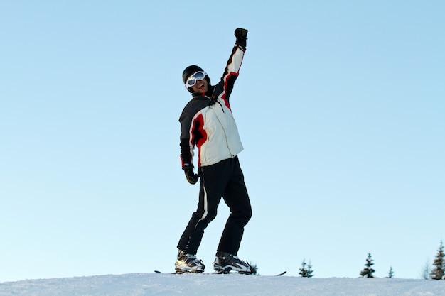Esquiador nas montanhas Foto Premium