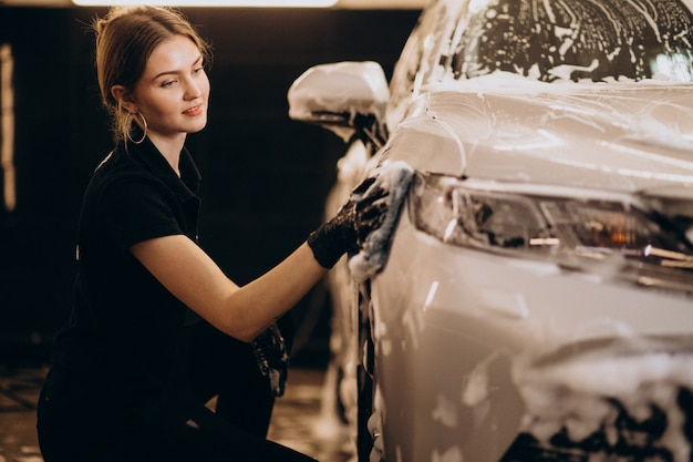 Estação de detalhamento de lavagem de carro Foto gratuita