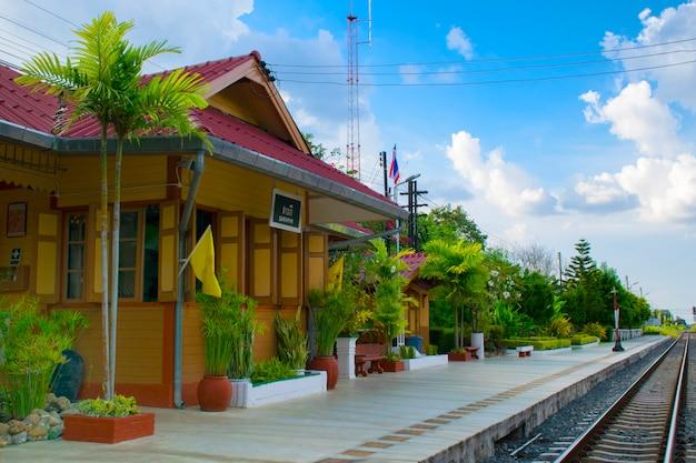 Estação ferroviária de saraphi em chiangmai, tailândia Foto Premium