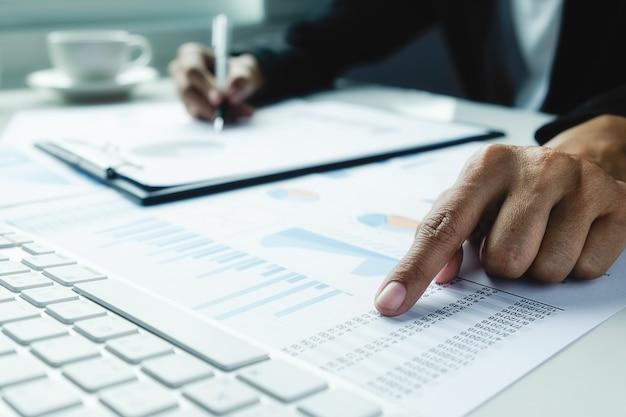 Estatísticas apresentação economia empregos lucro profissional Foto gratuita