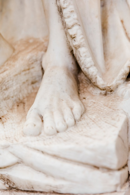 Estátua de mármore branco close-up Foto gratuita