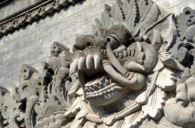 Estátua dos deuses de bali Foto Premium