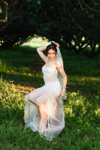 Estilo de casamento tailandês sexy senhora menina da roupa interior Foto Premium