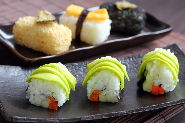 Estilo de comida de sushi no japão. Foto Premium
