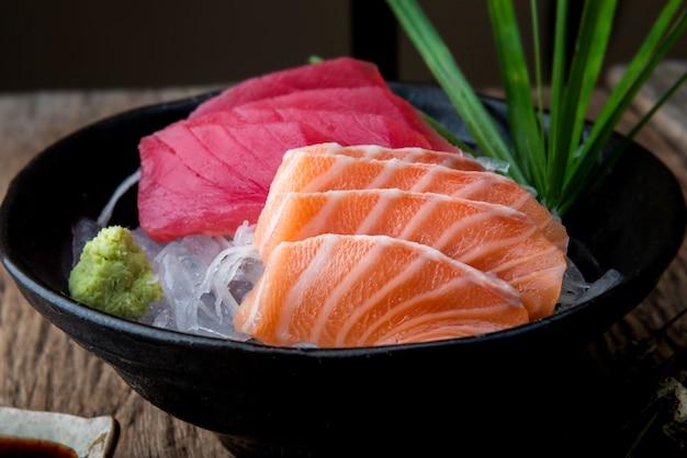 Estilo de japão do salmão e do atum do sashimi. Foto Premium