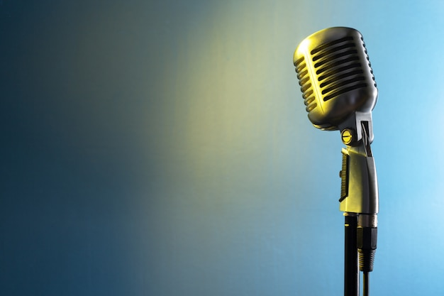 Estilo retro de microfone de áudio Foto Premium