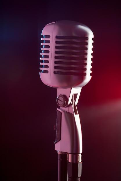 Estilo retrô de microfone de áudio Foto Premium