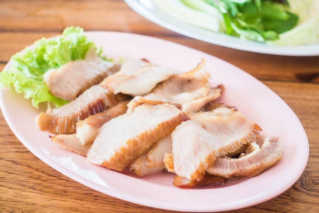 Estilo tailandês de porco grelhado Foto gratuita