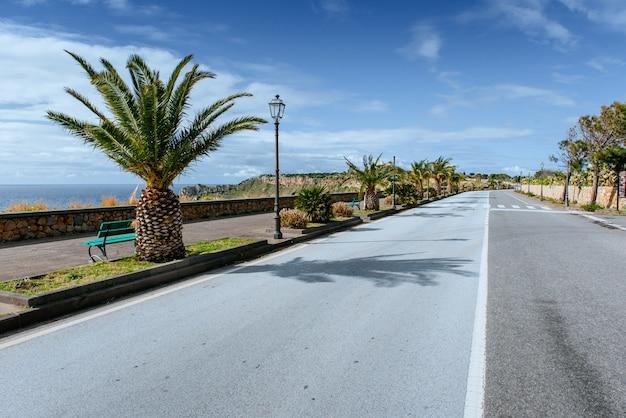 Estrada ao longo do mar Foto Premium