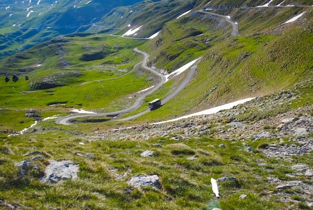 Estrada cênica nas montanhas do montenegro Foto Premium