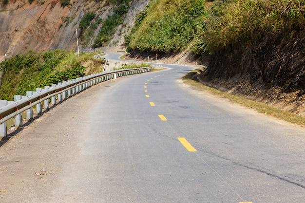 Estrada de montanha de asfalto Foto Premium