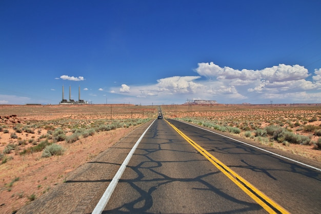 Estrada no deserto de nevada Foto Premium