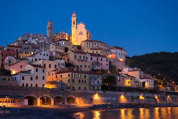 Estrelado, céu, e, luar, em, glowing, cervo, liguric, riviera, itália Foto Premium