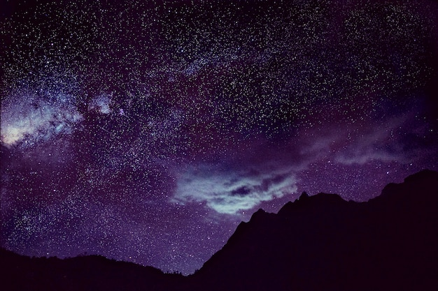 Estrelas dark sky beautiful impressionante Foto gratuita