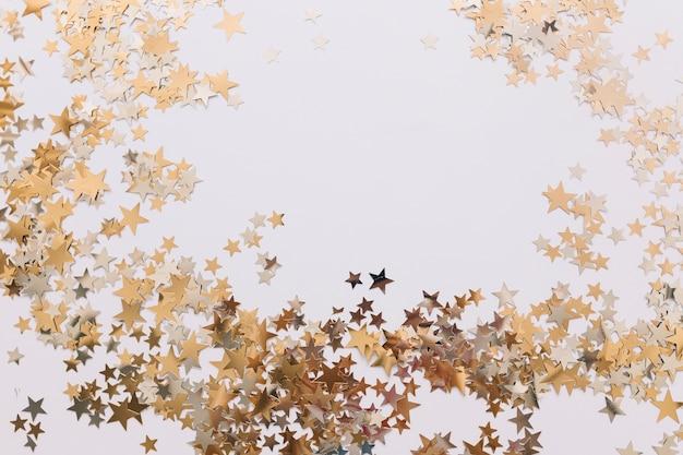 Estrelas douradas ornamentais Foto gratuita