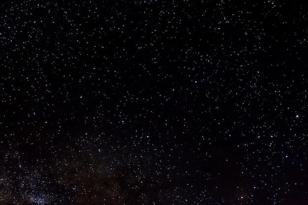Estrelas e galáxia espaço céu noite universo preto fundo estrelado de starfield brilhante Foto Premium