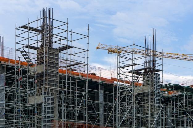 Estrutura de aço no canteiro de obras está em construção Foto Premium