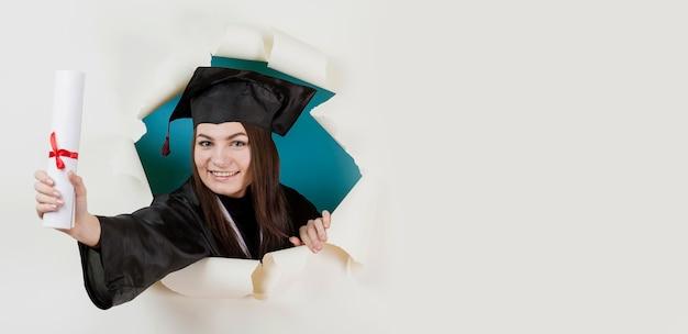 Estudante de graduação feliz close-up Foto gratuita