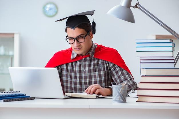 Estudante de super herói com livros estudando para os exames Foto Premium