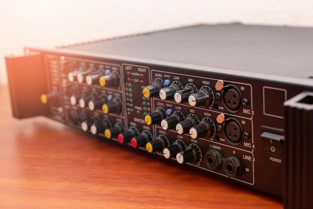 Estúdio de áudio de música amplificador Foto Premium