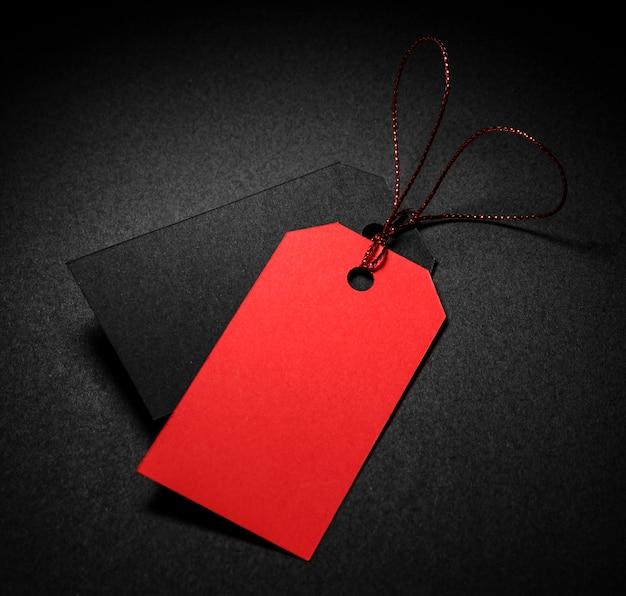 Etiquetas de preço vermelhas e pretas de alta vista com sombra Foto gratuita