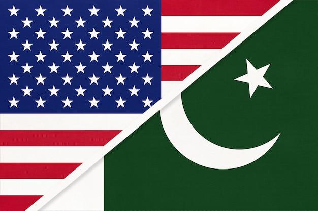 Eua vs bandeira nacional da república do paquistão de têxteis. relacionamento, parceria entre dois países. Foto Premium