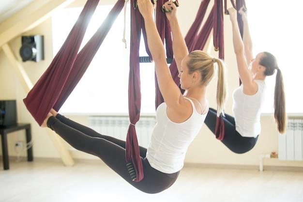 Exercício de equilíbrio do braço na rede Foto gratuita