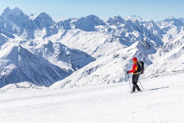 Expedição no alto das montanhas Foto Premium