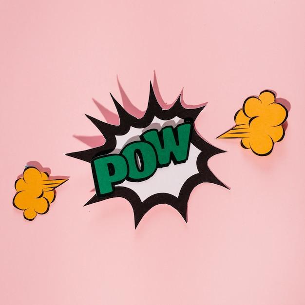Explodir a bolha do discurso com texto verde pow contra fundo rosa Foto gratuita