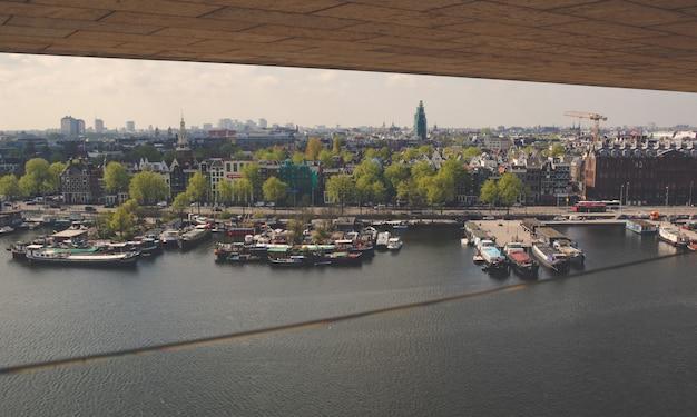 Exploração urbana na cidade de amsterdã Foto Premium