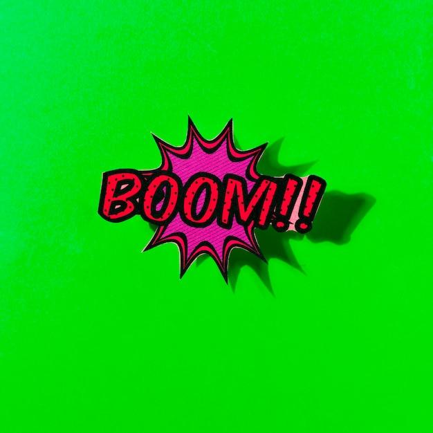 Explosão de bolha do discurso em quadrinhos boom em pano de fundo verde Foto gratuita