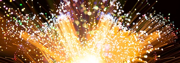 Explosão de fogos de artifício em tons de amarelos Foto gratuita