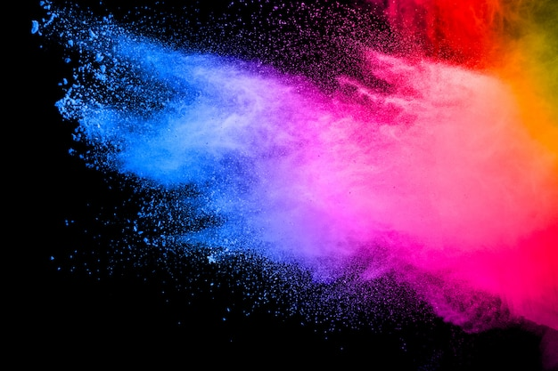 Explosão de partículas multicoloridas em fundo branco. splatter colorido da poeira no fundo branco. Foto Premium