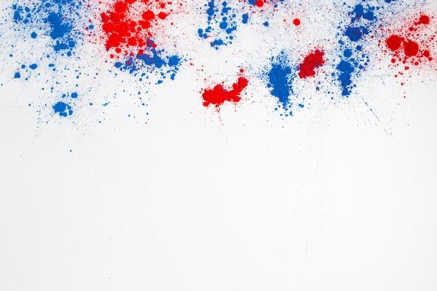 Explosão de pó de cor holi abstrata em um fundo branco Foto gratuita