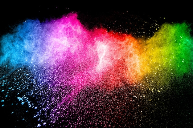 Explosão de pó multicolorido em fundo preto. Foto Premium