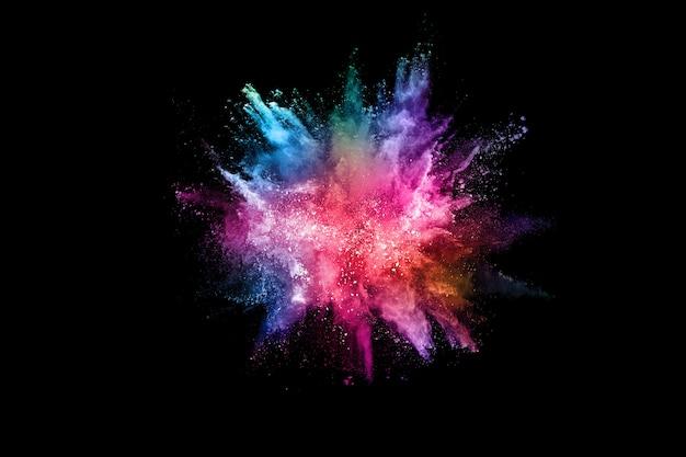 Explosão de poeira colorida abstrata em um preto. Foto Premium