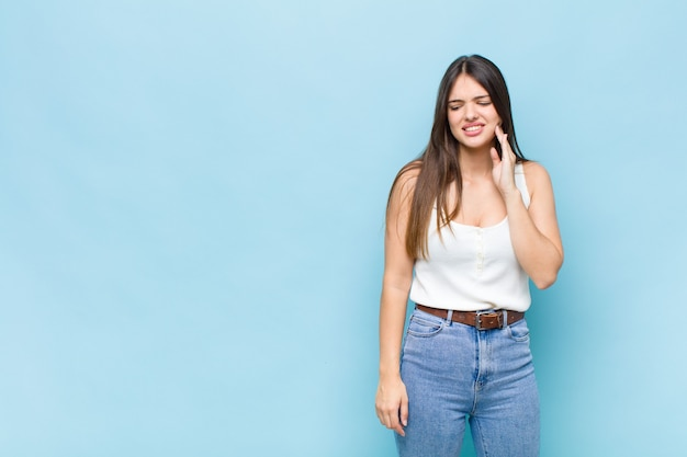 Expressiva jovem bonita Foto Premium