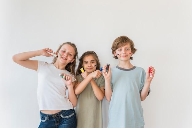 Expressões de crianças Foto gratuita