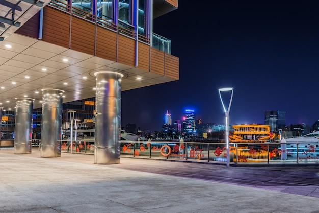 Exterior de edifícios modernos Foto gratuita