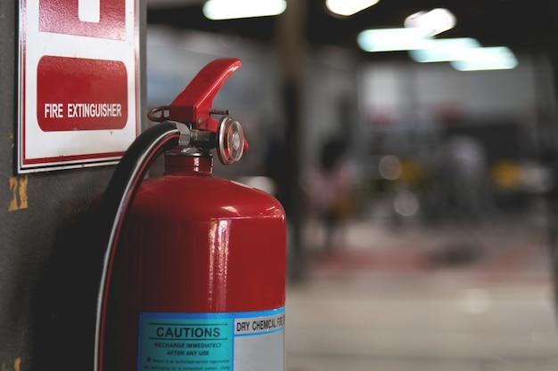 Extintor de fogo vermelho closeup Foto Premium