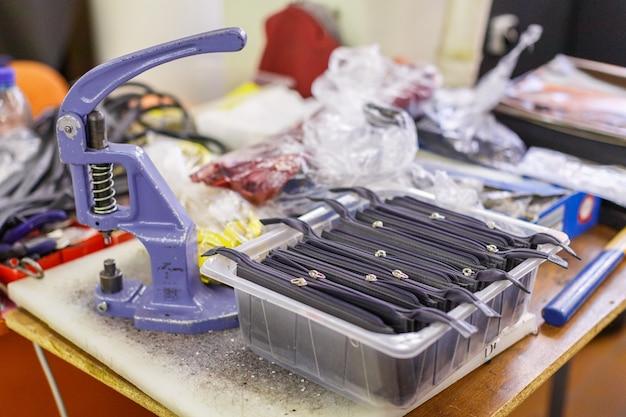 Fabricação de bolsa, foto em close-up Foto Premium