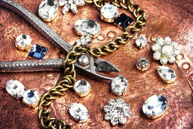 Fabricação de joalharia artesanal Foto Premium