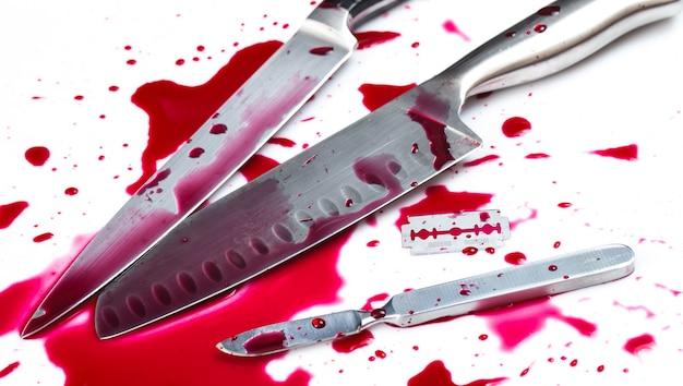 Faca com sangue Foto gratuita