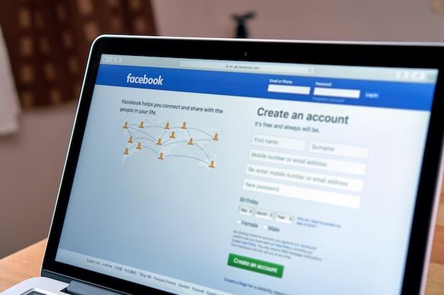 Facebook no laptop Foto Premium