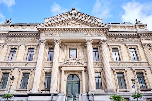 Fachada do edifício da bolsa de valores de bruxelas na bélgica Foto Premium
