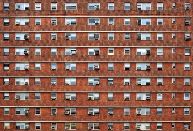 Fachada externa com muitas janelas todas idênticas. Foto Premium