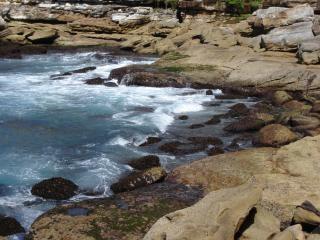 Falésias junto ao mar Foto gratuita
